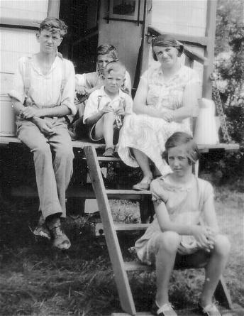 Arthur, Lilian and family on holiday in Burnham-on-Sea